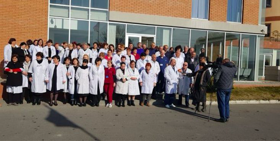 The rally of White Smocks in front of the Medical Centre Gormedi in Gori, Georgia. Credit: Exclusive News Ge